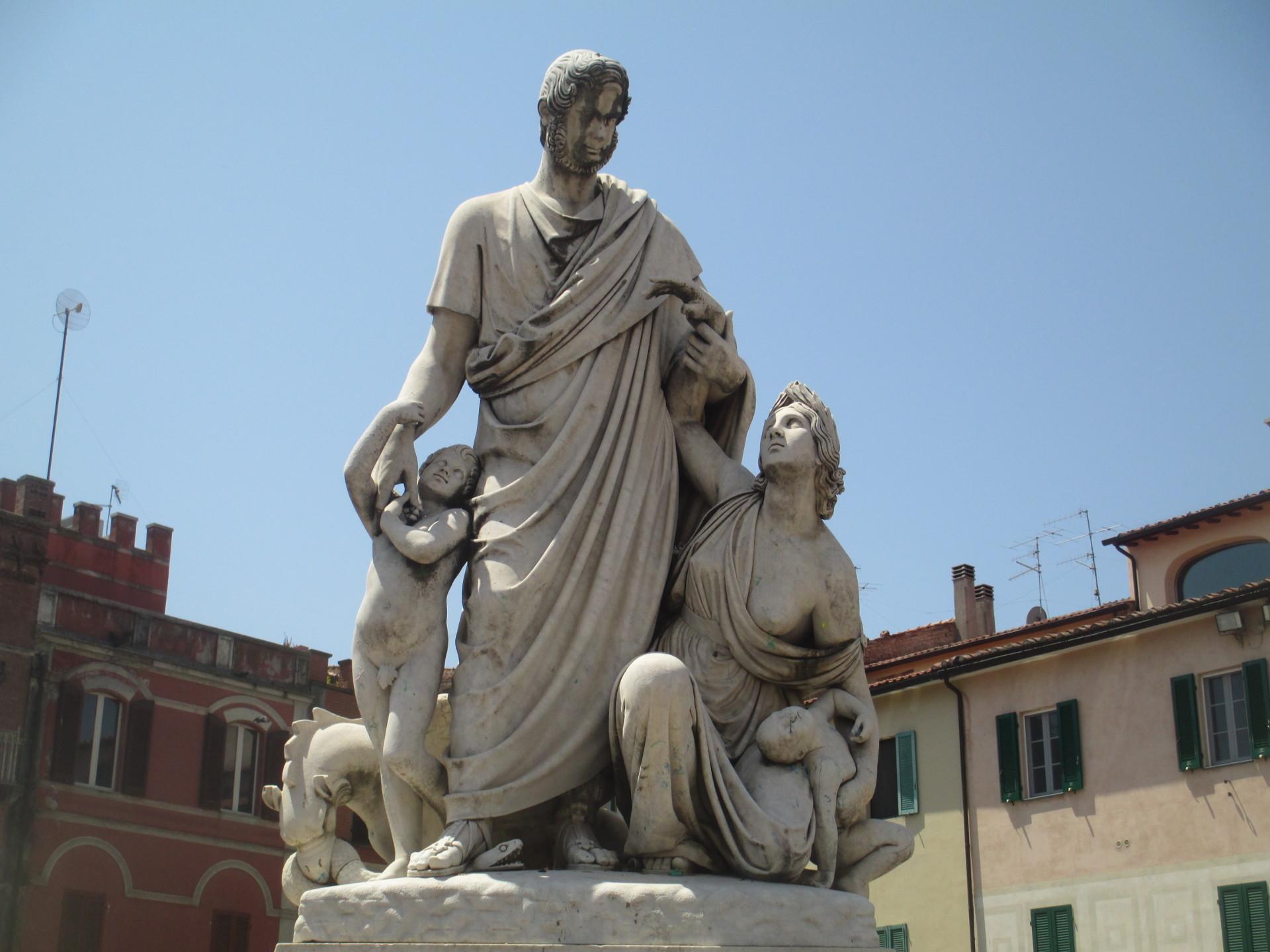 monumento a Canapone dello scultore ascianese L. Magi